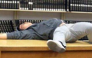 5 sintomas que você passa muito tempo na biblioteca